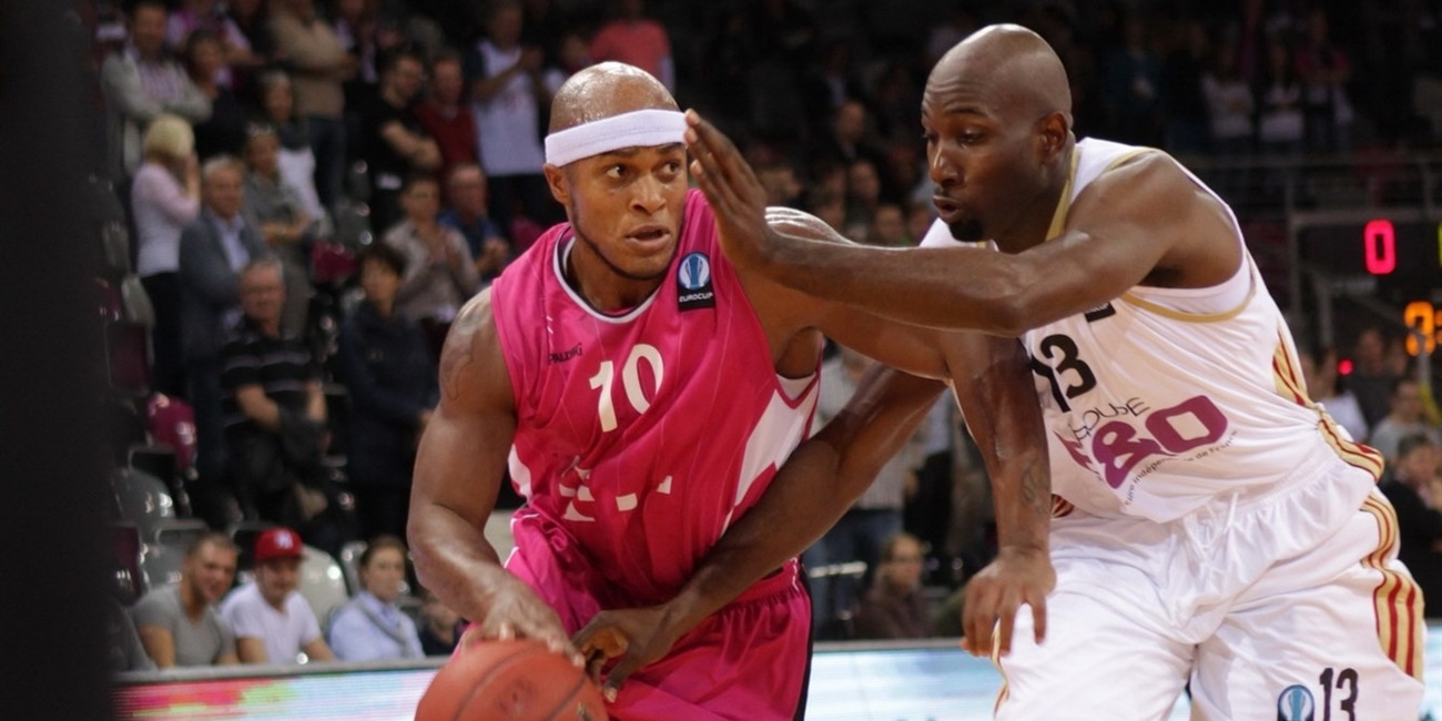 Telekom Bonn keeps playmaker Lawrence