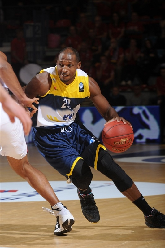 Rickey Paulding - EWE Baskets - EC14 (photo SLUC Nancy)