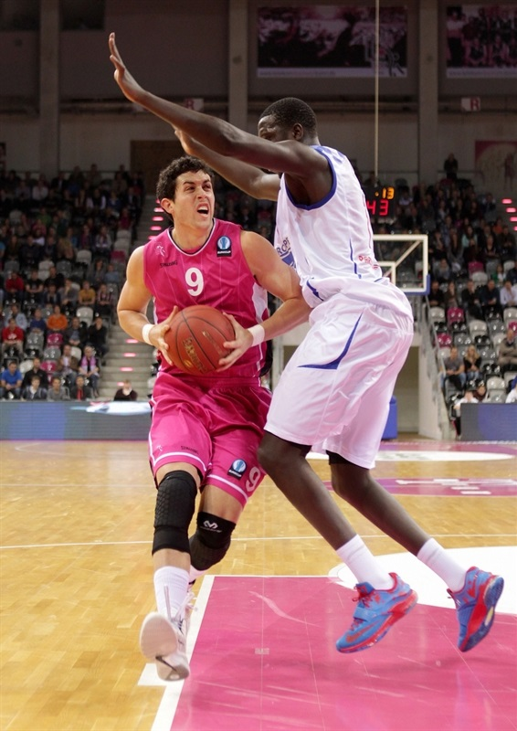 Angelo Caloiaro - Telekom Baskets Bonn - EC14 (photo Jörn Wolter - Telekom Baskets Bonn)
