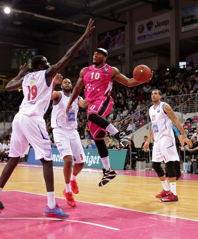 Eugene Lawrence - Telekom Baskets Bonn - EC14 (photo Jörn Wolter - Telekom Baskets Bonn)