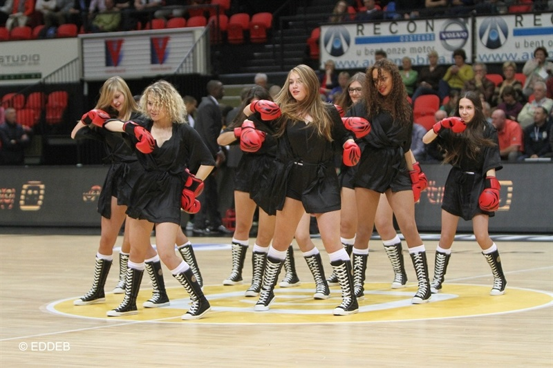 Cheerleaders - Telenet Ostend - EC14 (photo Telenet Ostend - EDDEB)