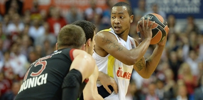 Goudelock sets three-point mark