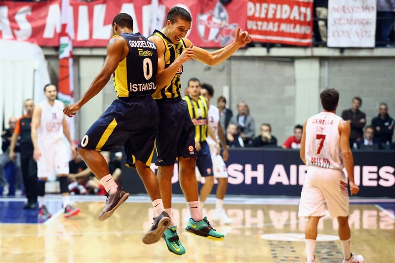 Goudelock and Bogdanovic celebrates - Fenerbahce Ulker - EB14