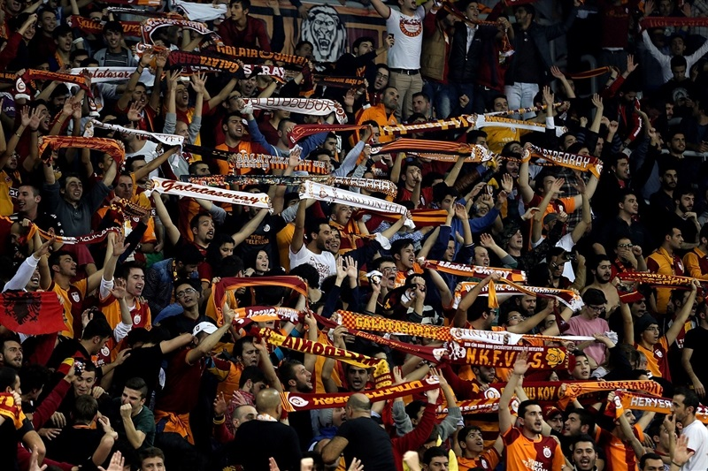 Fans - Galatasaray Liv Hospital - EB14