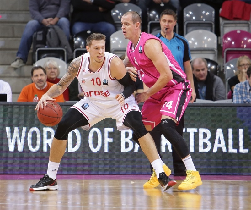 Daniel Theis - Brose Baskets Bamberg - EC14 (photo Jörn Wolter - Telekom Baskets Bonn)