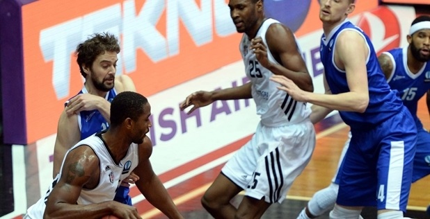 Hilton Armstrong - Besiktas Integral Forex - EC14 (photo Besiktas JK)