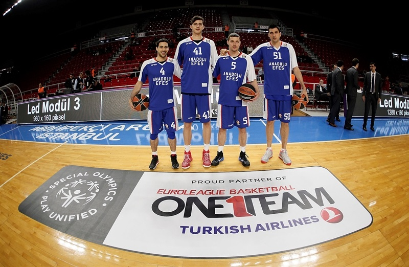 players Anadolu Efes with Special Olympics - One Team - EB14