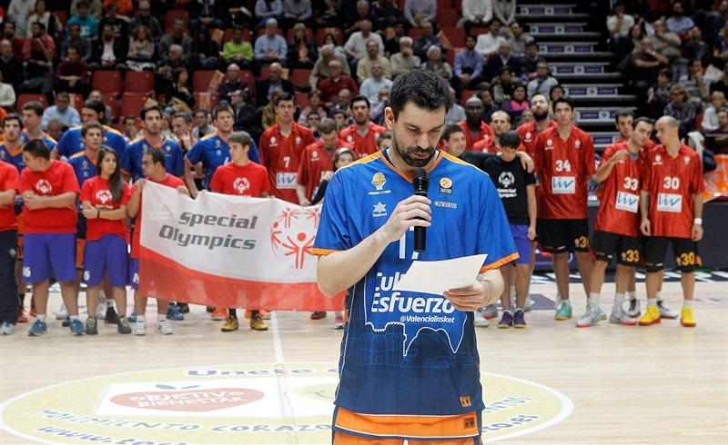 Rafa Martinez in suport Special Olympics - One Team - Valencia Basket - EB14