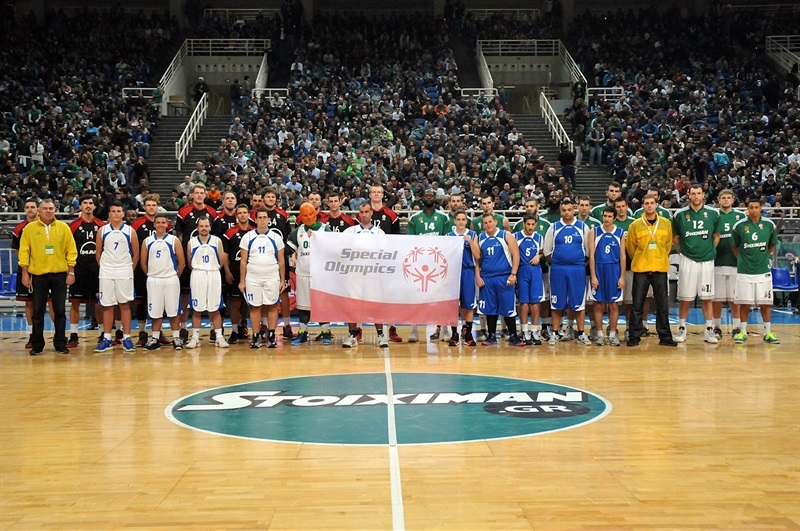 Players FC Bayern Munich and Panathinaikos Athens in suport Special Olympics - One Team - Panathinaikos Athens - EB14