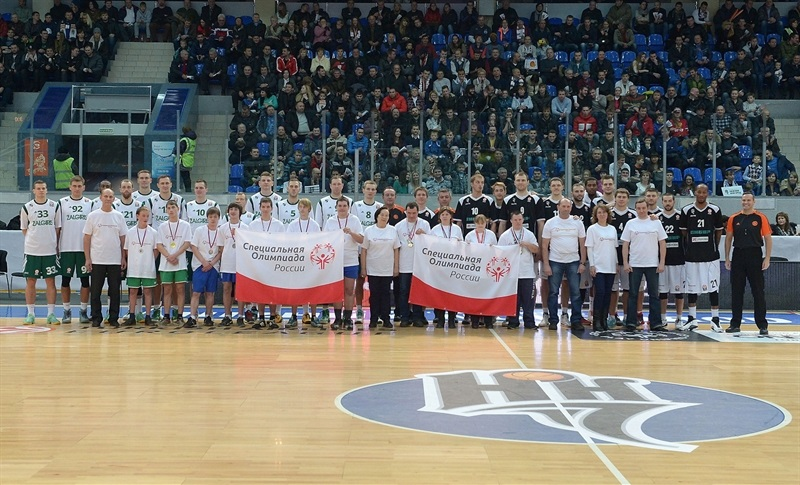 Players Zalgiris Kaunas and Nizhny Novgorod in suport Special Olympics - One Team - EB14