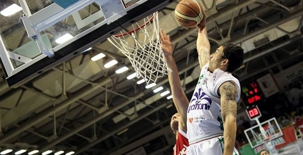 Mike James lands in Baskonia