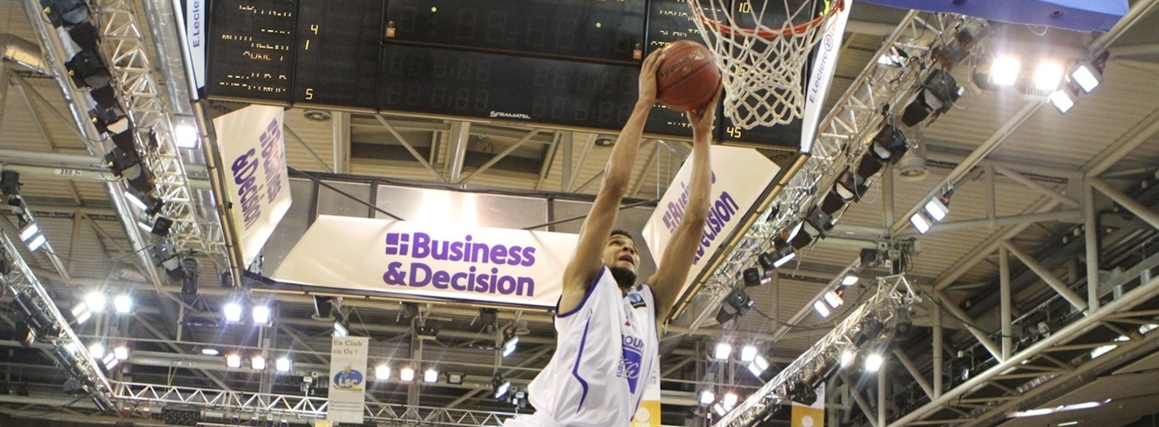Valencia pens power forward Labeyrie to two-year deal