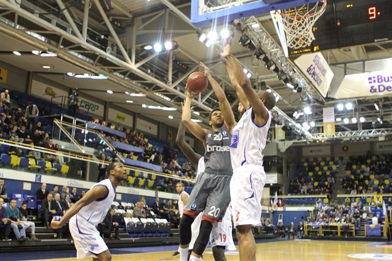 Elias Harris - Brose Baskets Bamberg - EC14 (photo Paris Levallois)