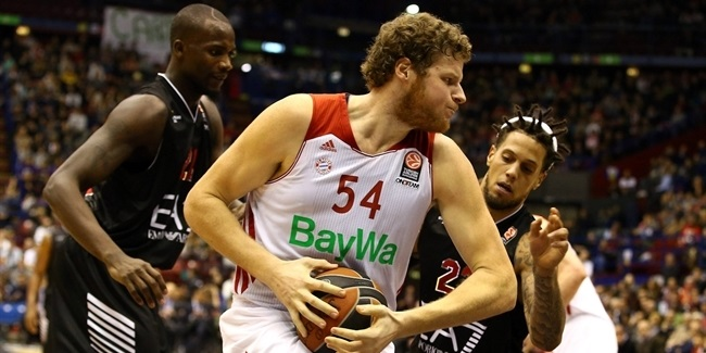 Bayern Munich re-signs center Bryant