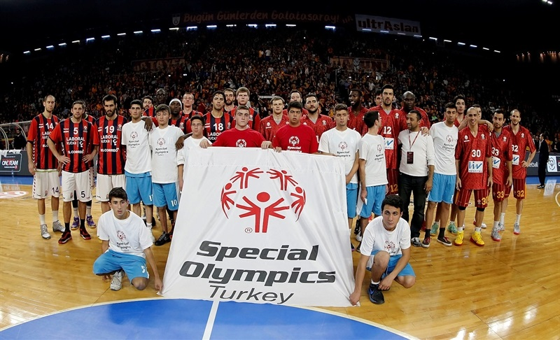 Players Laboral Kutxa and Galatasaray  in support Special Olympics in Istanbul - One Team - EB14