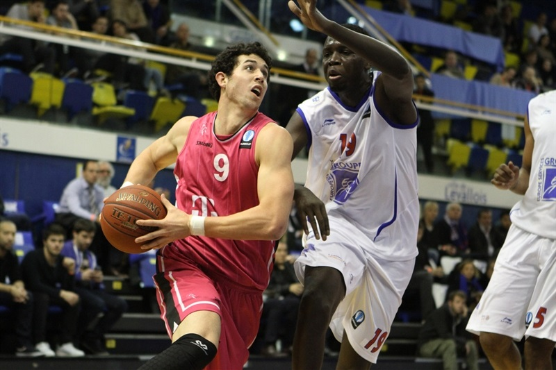 Angelo Caloiaro - Telekom Baskets Bonn - EC14 (photo Paris Levallois)