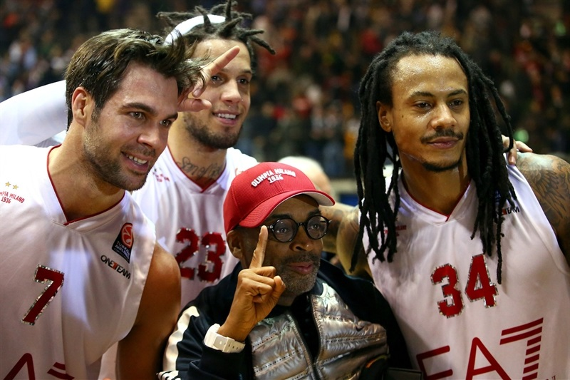 Spike Lee in Milan with Cerella, Hackett and Moss - EA7 Milan vs. Panathinaikos Athens