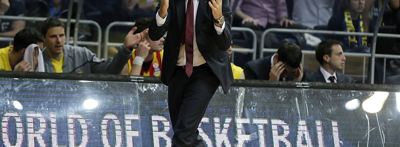 FC Barcelona extends coach Pascual