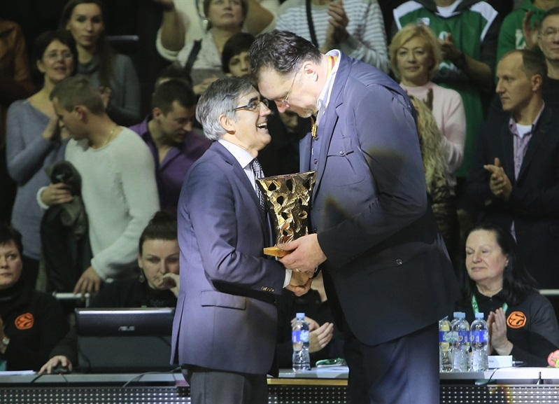Sabonis celebrates his 50th anniversary in front of his basketball family in Kaunas - EB14