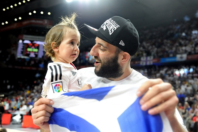 Ioannis Bourousis celebrates title