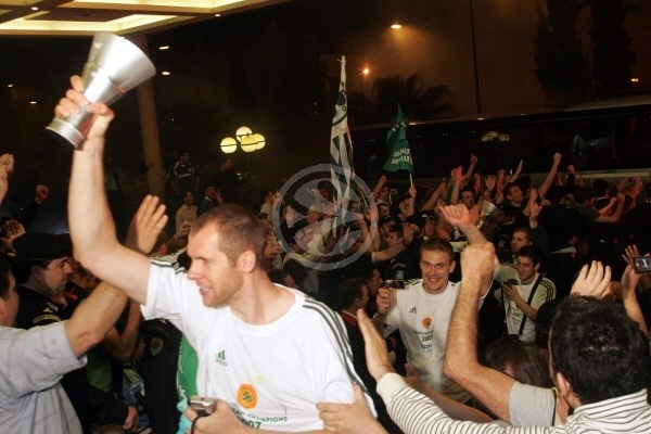 Ramunas Siskauskas - Athens celebrations - Final Four Athens 2007