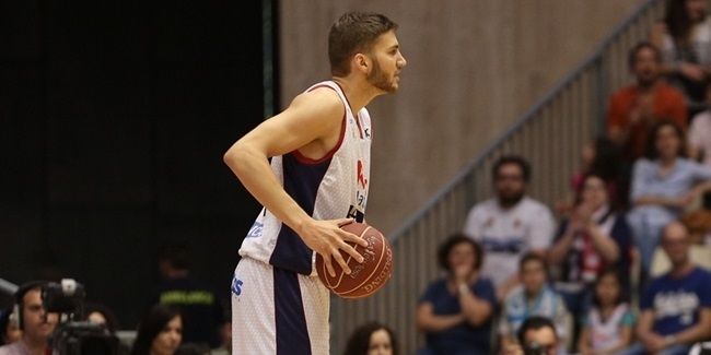 Bayern Munich adds power forward Kleber