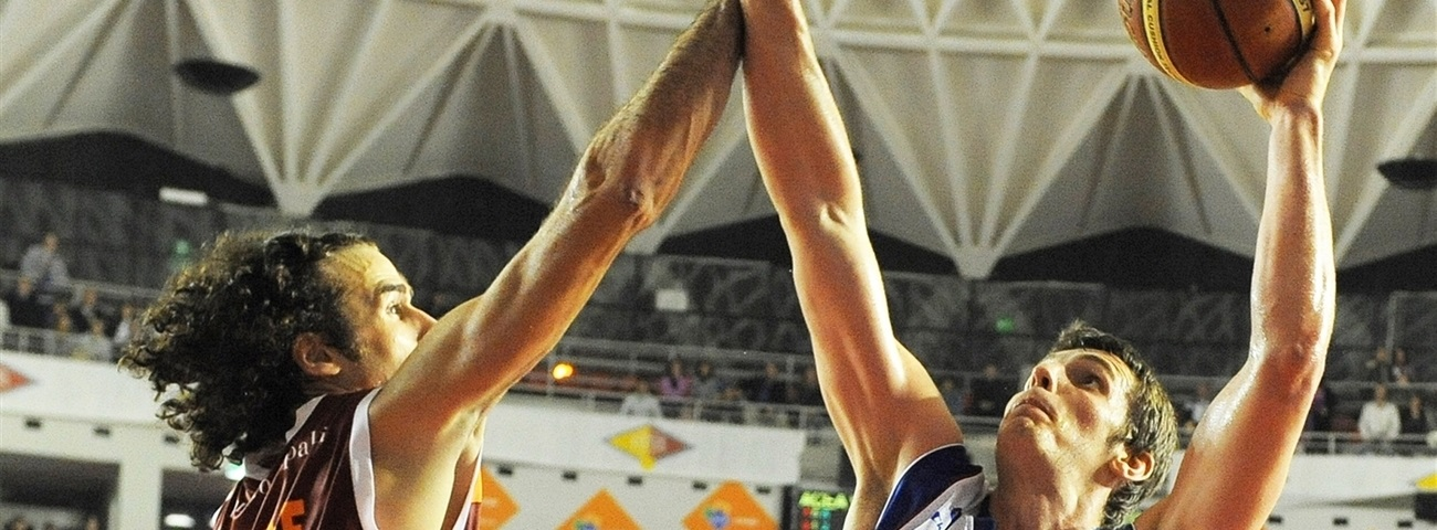 Umana Venice re-signs big man Ortner