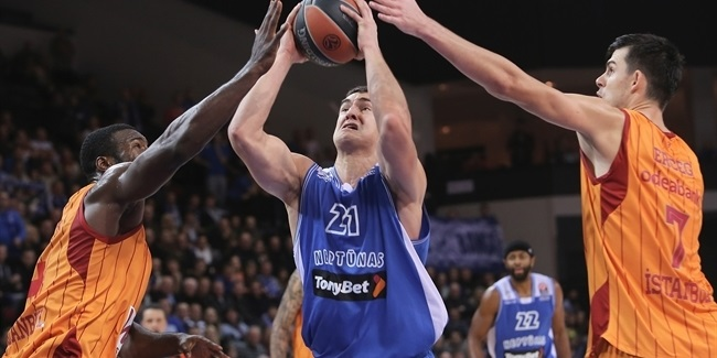 Neptunas re-signs center Galdikas