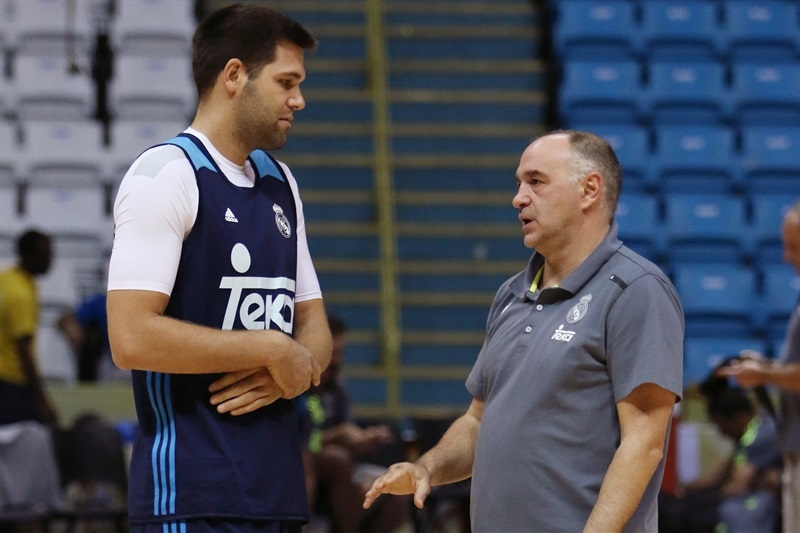 Felipe Reyes and Pablo Laso - Real Madrid practices - Intercontinental Cup 2015 - EB15 (photo FIBA)