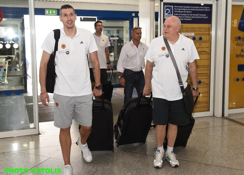 Dimitris Diamantidis - Panathinaikos Athens in airport - World Tour 2015 - EB15 (photo Panathinaikos - V. Stolis)