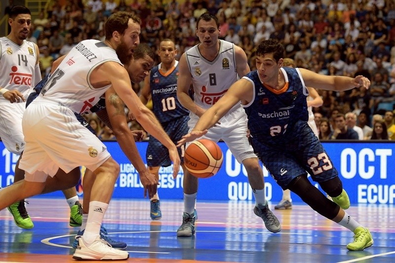 Sergio Rodriguez and Leonardo - Real Madrid vs. Bauru - Intercontinental Cup 2015 - EB15  (photo Gaspar Nóbrega - FIBA Americas)