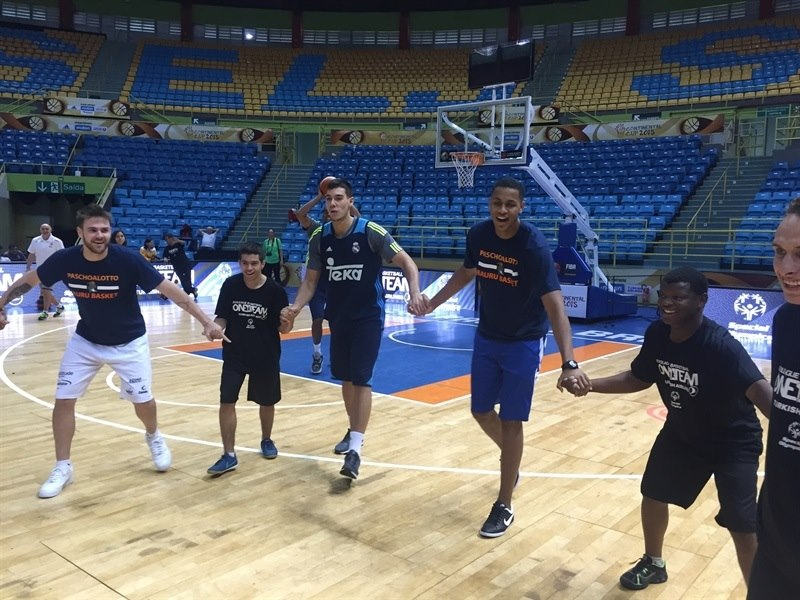 One Team Brazil - Real Madrid - Intercontinental Cup 2015 (photo José Jiménez Tirado - FIBA Americas)