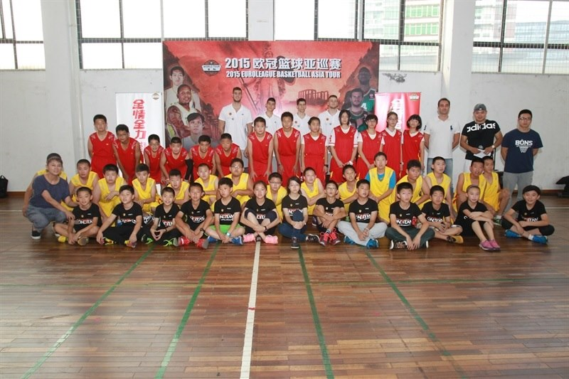 Charalampopoulos, Bochoridis, Papagiannis and Lountzis at Baoshuta Exprimental Primary school - One Team Panathinaikos in China - World Tour 2015 - EB15