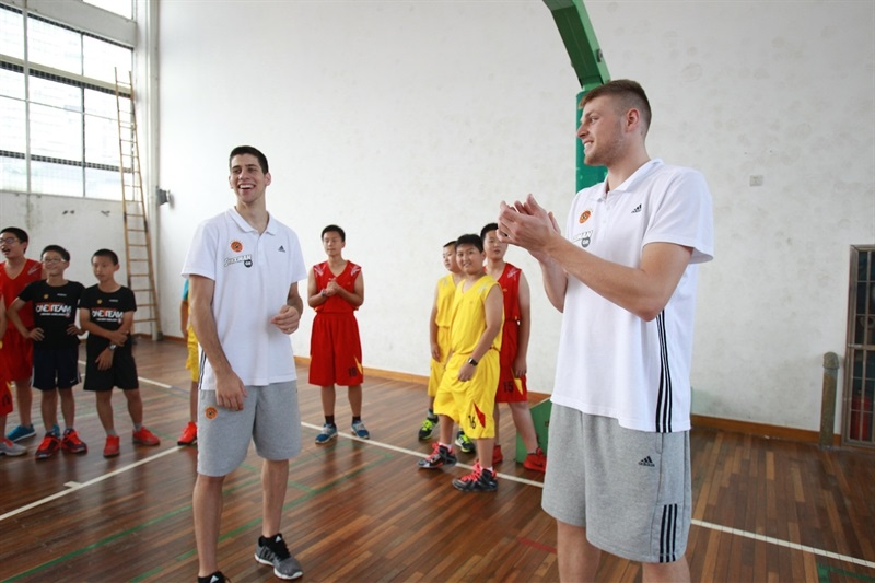 Antonis Koniaris and Vasilis Charalampopoulos at Baoshuta Exprimental Primary school - One Team Panathinaikos in China - World Tour 2015 - EB15