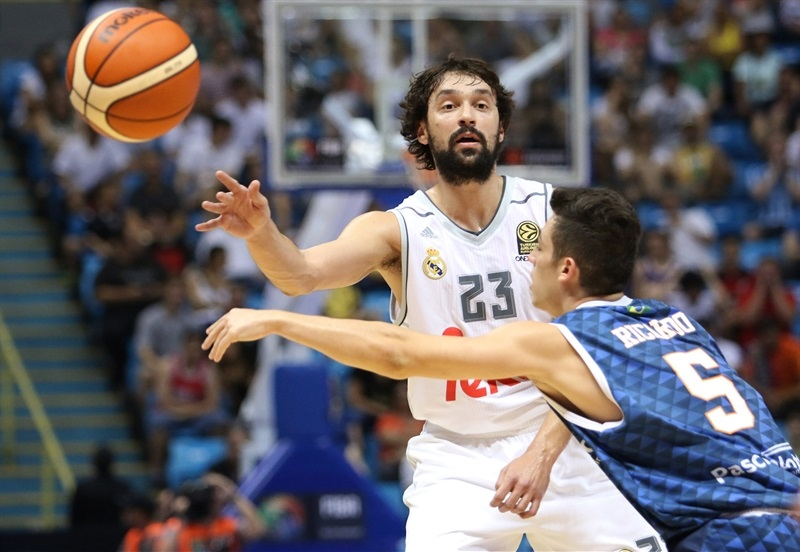 Sergio Llull - Real Madrid vs. Bauru, Game 2 - Intercontinental Cup 2015 - EB15  (photo Gaspar Nóbrega - FIBA Americas)