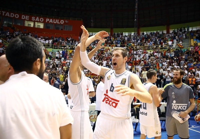 Andres Nocioni celebrates - Real Madrid vs. Bauru, Game 2 - Intercontinental Cup 2015 - EB15  (photo José Jiménez Tirado - FIBA Americas)