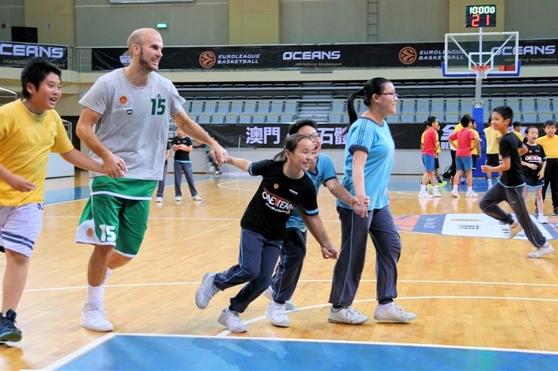 Nick Calathes, Panathinaikos - One Team activity  at Chinese school in Macao - World Tour 2015 - EB15