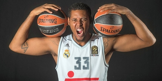 Real Madrid re-signs power forward Thompkins