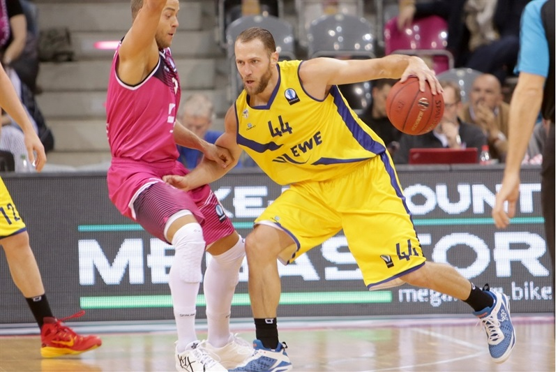 Vaughn Duggins - EWE Baskets Oldenburg - EC 15 (photo Jörn Wolter - Telekom Baskets Bonn)