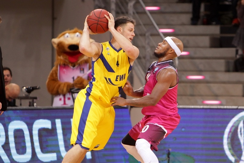 Chris Kramer - EWE Baskets Oldenburg - EC 15 (photo Jörn Wolter - Telekom Baskets Bonn)