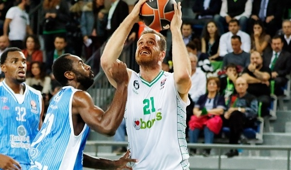 Darussafaka brings back veteran big man Savas