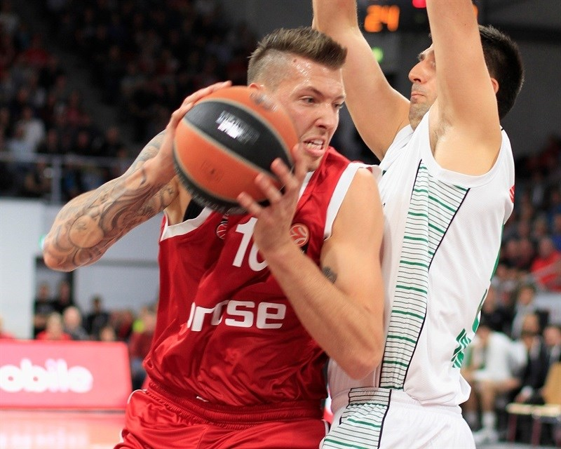 Daniel Theis - Brose Baskets Bamberg - EB15