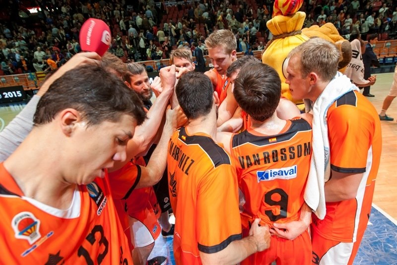 Valencia Basket celebrates - EC15 (photo Valencia - Isaac Ferrera)