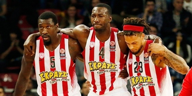 Olympiacos loses center Young to torn ACL
