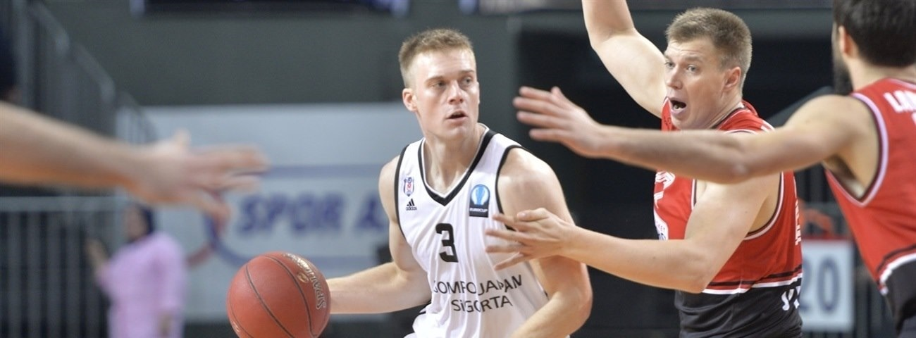 Zvezda adds playmaker Wolters