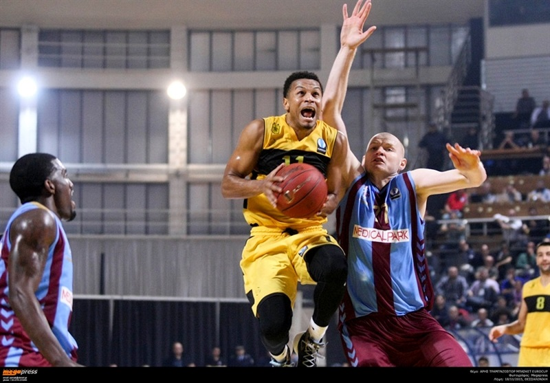 Dominic Waters - Aris Thessaloniki - EC15 (photo AEK - megapress)