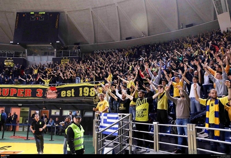 Fans - Aris Thessaloniki - EC15 (photo AEK - megapress)