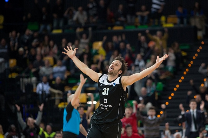 Raul Lopez celebrates - Dominion Bilbao Basket - EC15 (photo Bilbao Basket - Aitor Arrizabalaga)