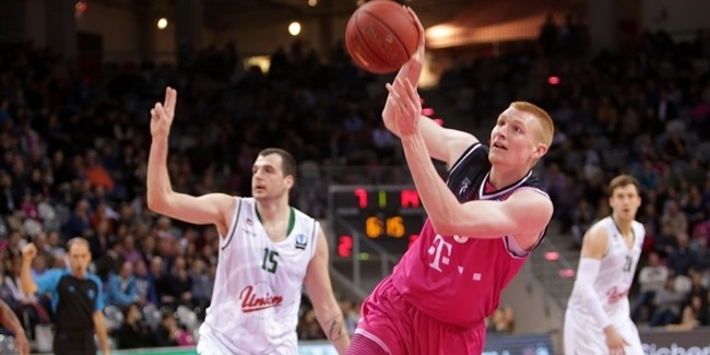 Zenit brings in big man White