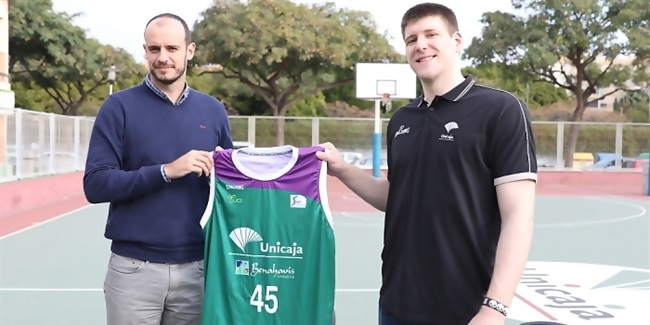 Unicaja bulks up with ace rebounder Cooley